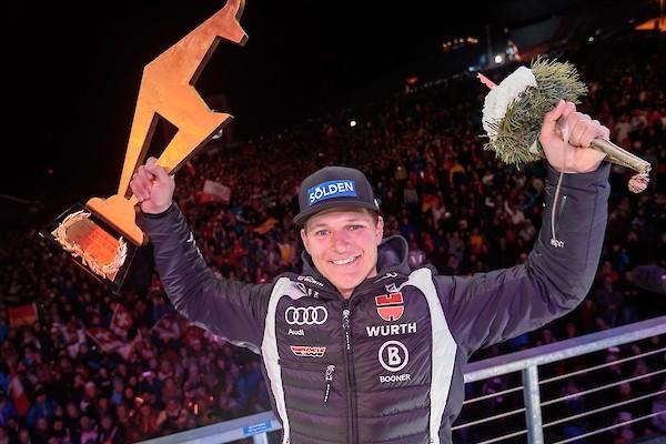 Stimmungsvolle Siegerehrung mit Feuerwerk - Gross eröffnet den Slalom