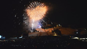 Fabulous atmosphere at the prize-giving ceremony with firework display - Gross opens the Slalom