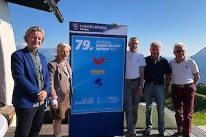 Von links: Thomas Riess (Künstler), Signe Reisch (Kitzbühel Tourismus), Michael Huber (KSC & HKR), Sepp Burger (Bergbahn AG), Wilfried Leitzinger (KSC)