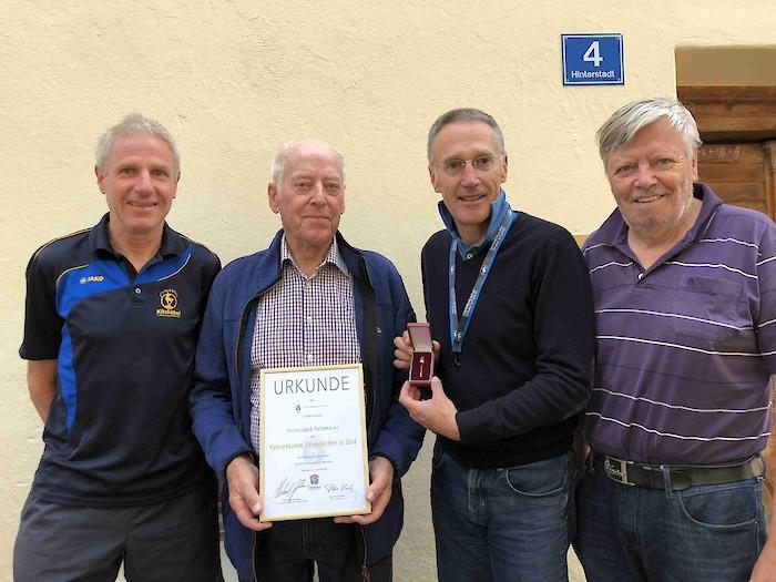 Von links: Bergchef Gerhard Raffler, Jakob Hetzenauer, KSC-Präsident Michael Huber, HKR-Rennsekretär Peter Eder.