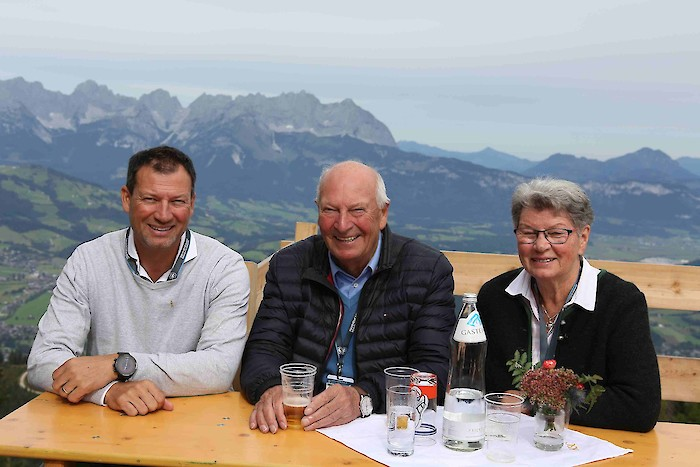 Today, the annual FIS inspection took place at the Hahnenkamm. FIS representatives, Markus Waldner (FIS Chief Race Director), Hannes Trinkl and Emmanuel Couder (both FIS Race Directors) got together with HKR OC Chief Michael Huber, Chief of Race, Mario We