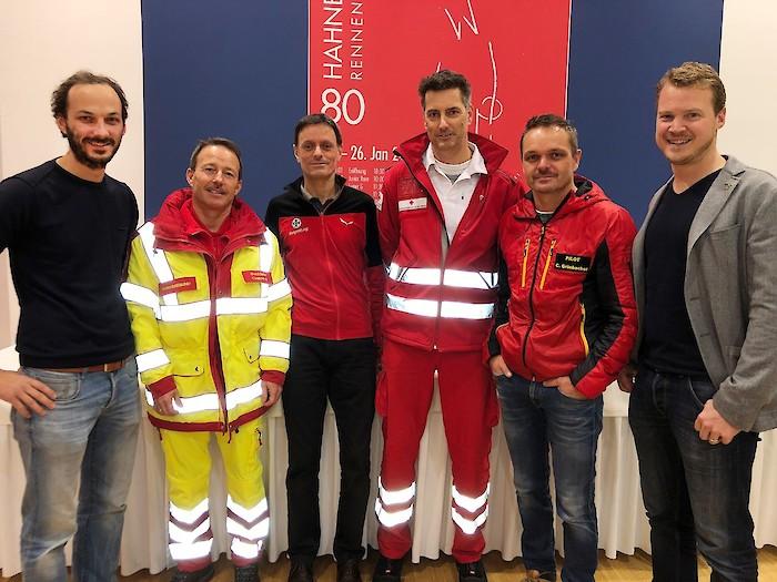 V.l.: Dr. Simon Gasteiger, Gerhard Czappek (Samariterbund), Florian Haderer (Bergrettung), Bernhard Gschnaller (Rotes Kreuz), Cpt. Christoph Grünbacher (ÖAMTC), Dr. Helmuth Obermoser jun.