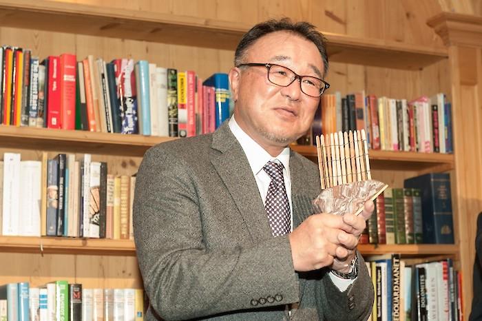 Hiroyuki Aihara freute sich über den Hahnenkammstein mit Staketenzaun