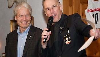 """Ken Read war überrascht über die Ehrung """"Hahnenkamm - Legend of the year 2020"""" - Michael Huber zeigte ihm alte Aufnahmen."""